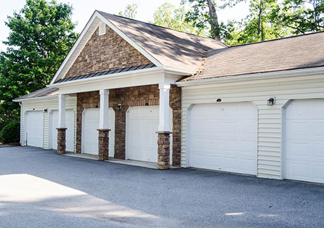 Lullwater at Saluda Pointe - Garage Parking